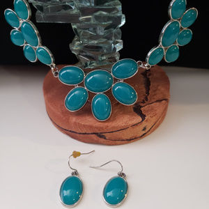 Jewelry - Teal/silver necklace and eaerring set
